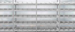 magazzino ricambi scaffalatura vuota piani accessoriati con sponde Euroscaffale