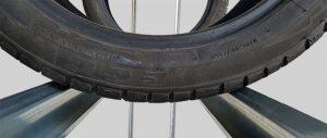 particolare trave con profilo inclinato scaffale per pneumatici modello E40 euroscaffale