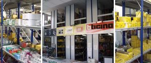 scaffalature e banco vendita negozio su due livelli settore elettrico Euroscaffale