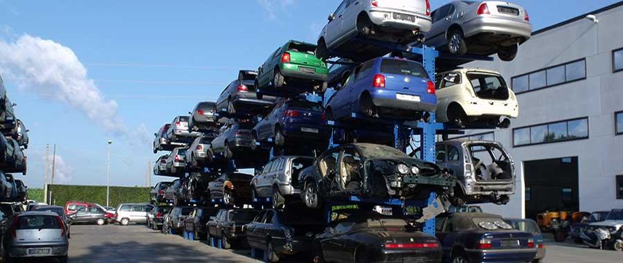 allestimento piazzale esterno per autodemolitori con scaffali cantilever porta auto bifronte 8 posti auto modello 4BL euroscaffale